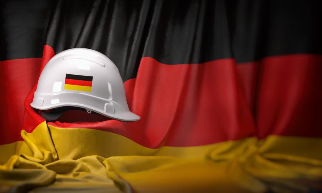 Deutschlandflagge mit Bauhelm